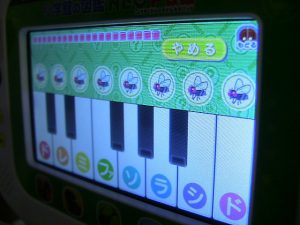 アプリのピアノ遊び(音はハエバージョン)